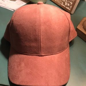 Mauve suede-look hat from H&M